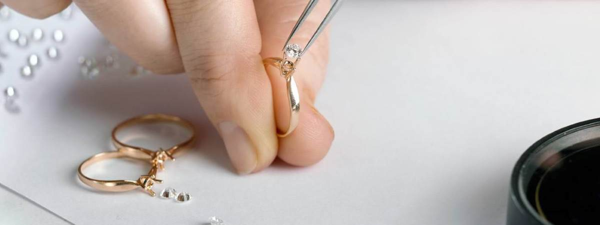 putting a diamond stone on a ring